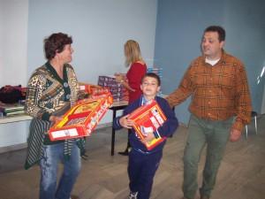 ΠΑΣΧΑΛΙΑΤΙΚΗ ΓΙΟΡΤΗ 2010 «ΑΡΤΟΣ & ΔΡΑΣΗ»  Μοίρασμα δώρων-παιχνιδιών στα παιδιά.